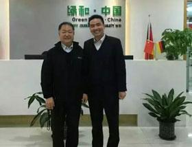 中国塑协塑木制品专业委员会会长与绿和集团副总裁合照